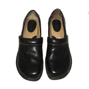 •Born• boc Pebbled Leather Clogs